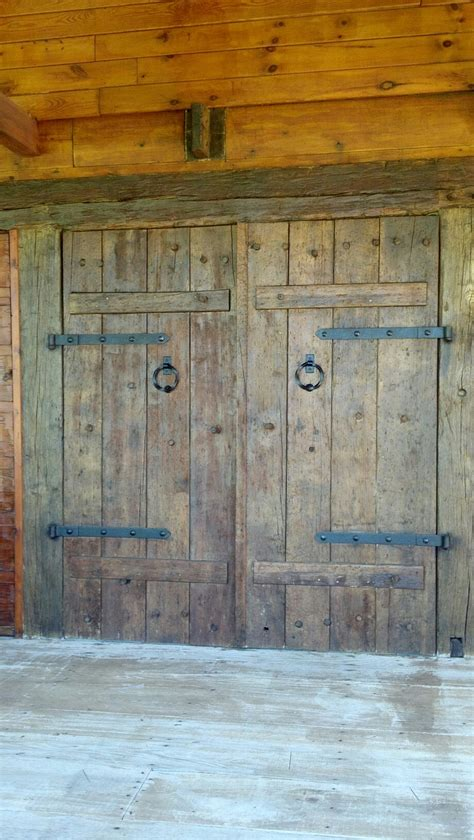 Rustic Barn Doors Rustic Barn Doors On Log House In With Log Homes