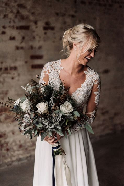 Wedding Winter by 30 Stunning Winter Wedding Bouquets Weddmagz