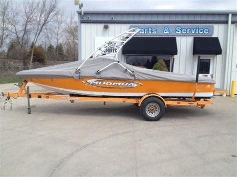 tow boat reviews moomba mondo little giant tow boat boats