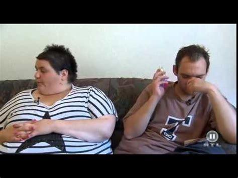 Decke Klauen by Frauentausch Dicke Frau Stopft Sich Mit Essen Voll