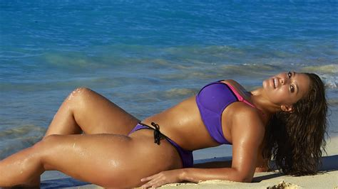Meet Ashley Graham The Sports Illustrated Swimsuit Issue S First Plus Size Cover Girl