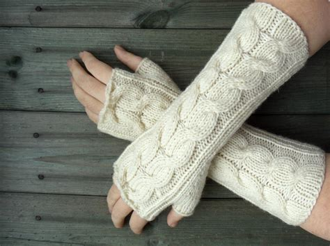 how to knit gloves with fingers for beginners cable knit fingerless gloves by lesleybj craftsy