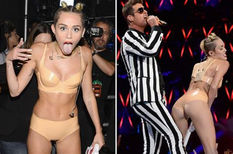 Celeb Blinds Photo Miley Cyrus Pants Fail Miley Cyrus Pants Too