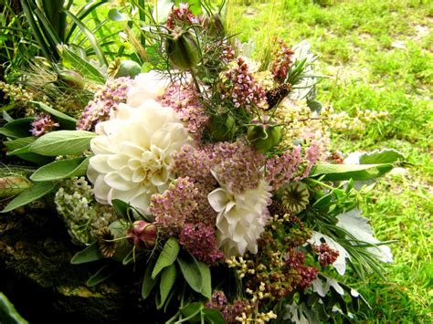 list of fall flowers fall flowers for weddings list fall flowers for weddings