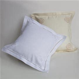 cuscini ricamati a mano cuscini d arredo ricamati a mano ricami e pizzi