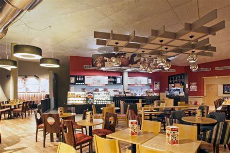 Small Modern Home by Cafe Interior Design Costa Coffee Porto Stanza