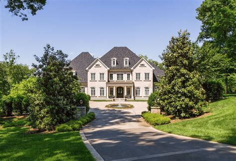 we buy houses nashville tn kelly clarkson s tennessee mansion is for sale simplemost