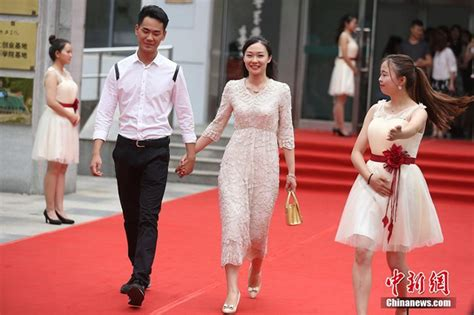 teppich abschluss nanjinger hochschulabsolventen feiern ihren abschluss auf