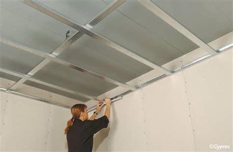 Waterpas Mata 12 de opbouw een verlaagd plafond