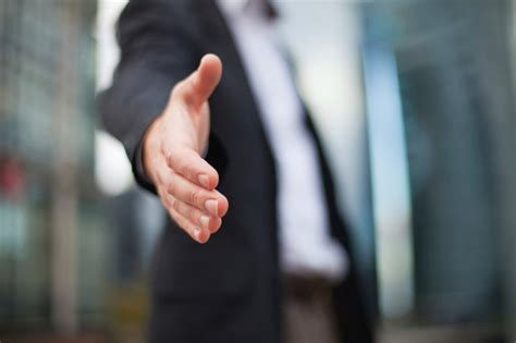 5 ways to woo hiring managers during the process