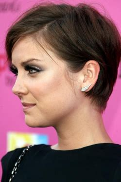 short hair over ears longer in back les inspi coiffures coupe courte the mam s show