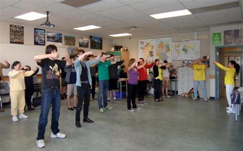 canadian high school students learn falun gong on healthy living day photo falun dafa