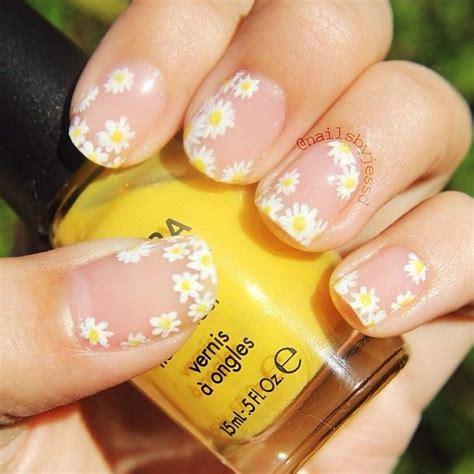 Nägel Blumen by 25 Best Ideas About Flower Nails On