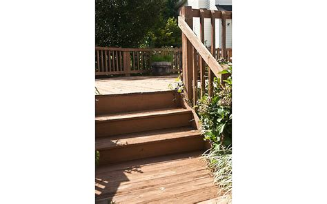 before and after wrap around deck makeover featuring trex a wrap around deck makeover featuring enhance 174 in clam