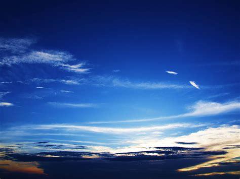 wallpaper awan yang indah foto foto langit yang indah di siang hari