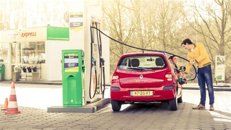 bespaar op autokosten tips om te besparen maak je auto vandaag nog zuiniger anwb