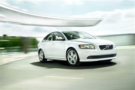 volvo  review specs pictures price mpg