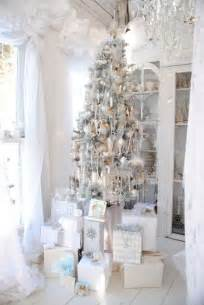 Dining Room Table Decorating Ideas For Christmas by 51 Exquisite Totally White Vintage Christmas Ideas Digsdigs