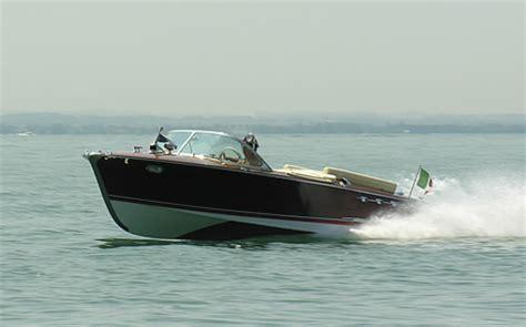 speedboot gardameer speedboat lake garda italy