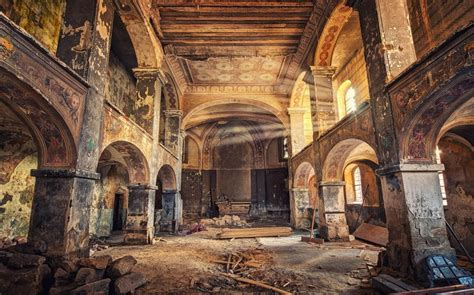 abondoned places photographer visits abandoned places of worship in