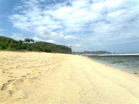pantai sepanjang yuk piknik