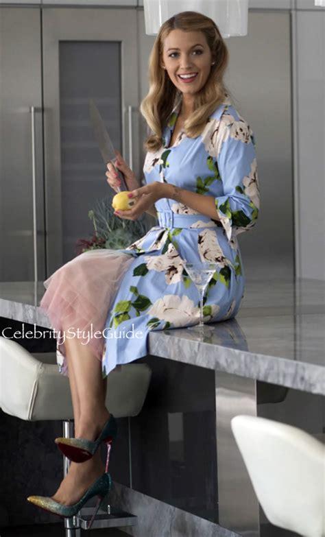 emilys blue floral dress     simple favor