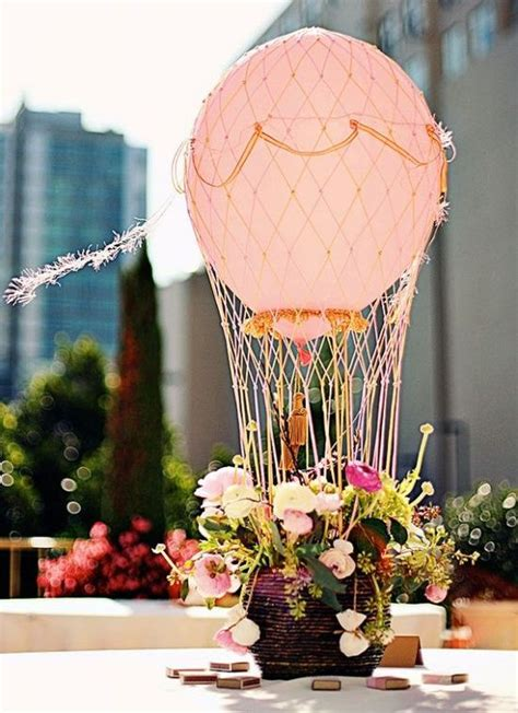 centro de mesa para boda muy original hot air balloon