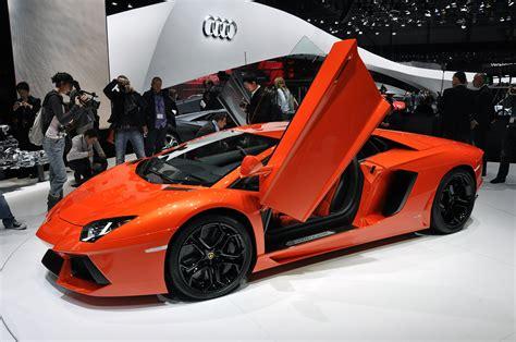 Cars Riccars Design: Lamborghini 2011 Red Hot Car Wallpapers