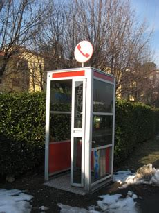 elenco cabine telefoniche viaggio in cerca delle poche le cabine telefoniche rimaste