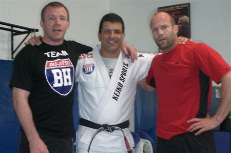 charlie hunnam jiu jitsu belt bjj coach to the stars marcus vinicius quot i trained ll cool