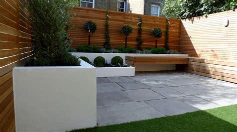 design modern garden ideas uk slim courtyard house modern garden design courtyard easy lawn grass cedar