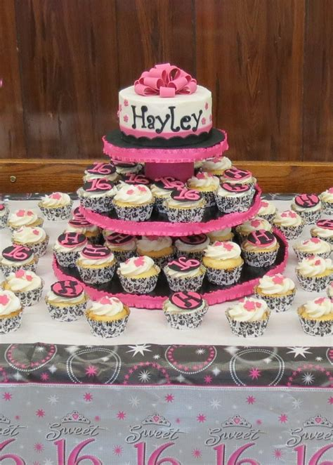 Sweet 16 Birthday Cake For My Niece She Did The Cupcake Cupcake Centerpieces For Birthday