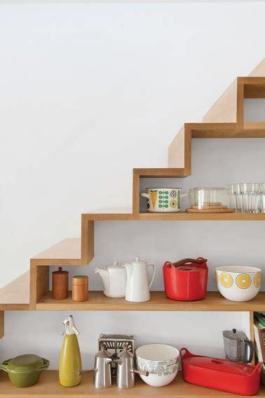 la cuisine pour les d饕utants etag 232 res pour le rangement d une cuisine sous escalier