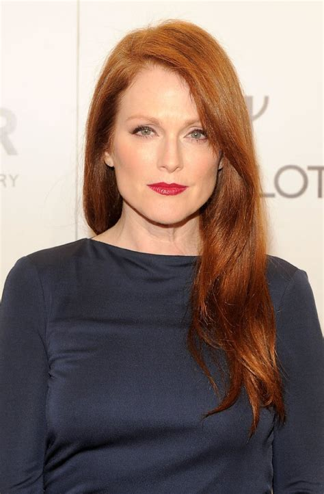 julianne moore measurements bra size height weight