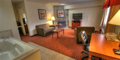 hotels with 2 bedroom suites in gatlinburg tn 2 room hotel suites in pigeon forge tn bedroom review design