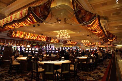 light bulbs las vegas lasvegas casino interior las vegas pinterest