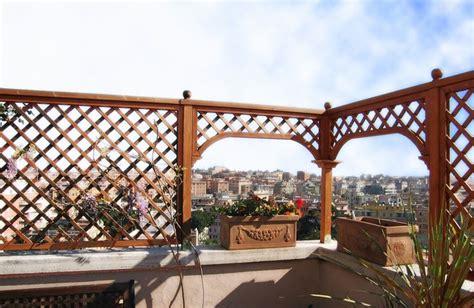 terrazzo in legno grigliati in legno per terrazzo grigliati per giardino
