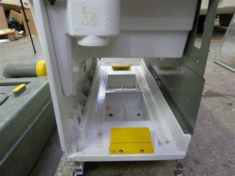 thetford toilet electric flush problem caravan cervan motorhome white colour thetford cassette