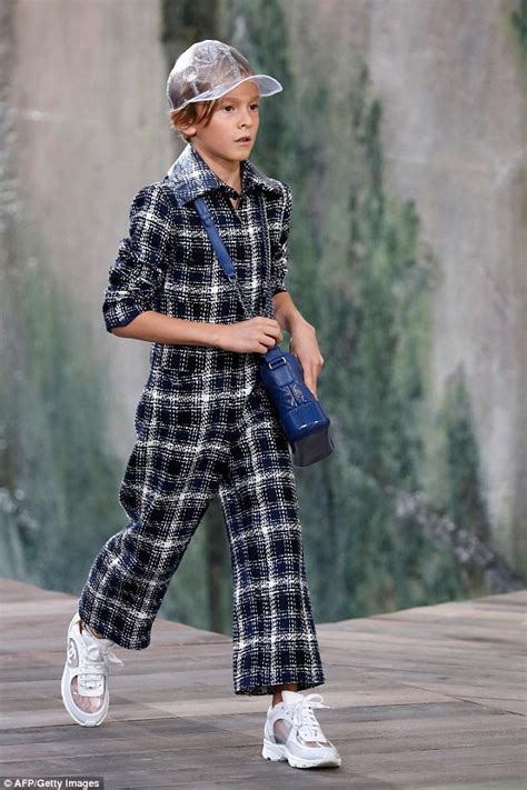 Sepatu Fashion Chanel A18 Dewasa hudson kroenig walks for chanel at fashion week daily mail