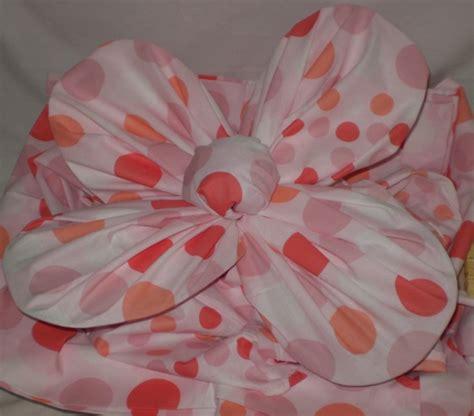 Bantal Bentuk Bunga Mawar hantaran dari sprei club pernik cantik