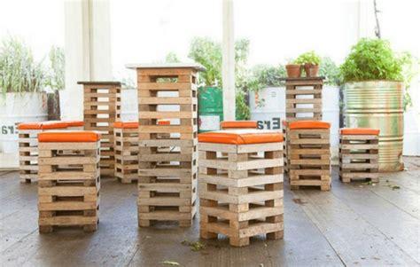 barhocker aus paletten europaletten recyceln diy m 246 bel aus holzpaletten