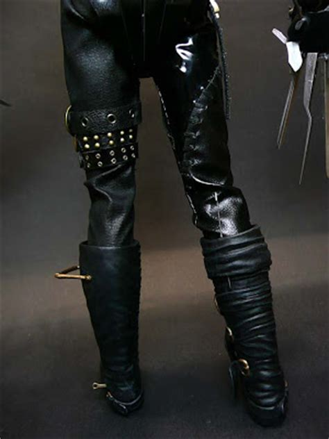 Edwards Gets The Idol Boot by Toyhaven Toys 1 6 Edward Scissorhands 12 Inch