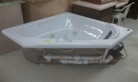 corner jacuzzi bathtubs corner jacuzzi tub diggerslist