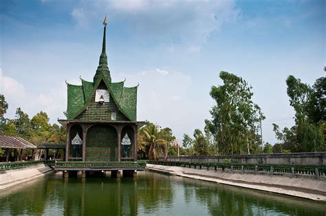 thailand buddhist temple built from 1 5 million recycled