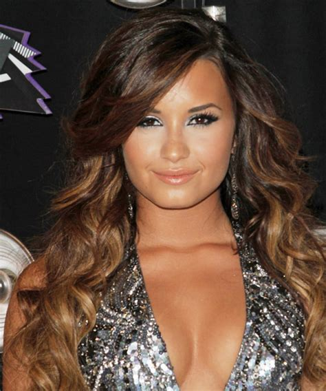 Demi Lovato Long Wavy Casual Hairstyle with Side Swept