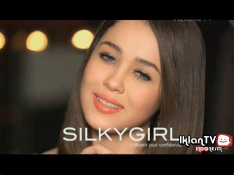 Produk Silkygirl Indonesia iklan silkygirl moisture balm lip color