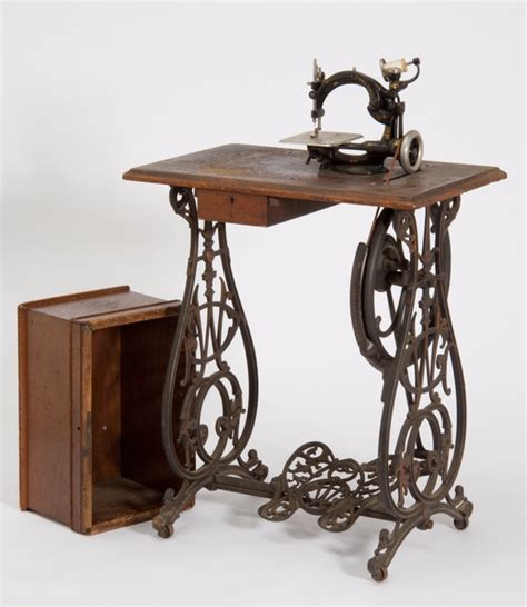 where can i buy a sewing machine cabinet 84 best images about vintage sewing machines on pinterest