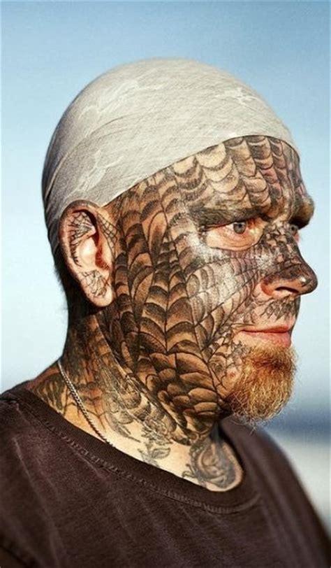 74 tatuaggi sul viso o sulla faccia
