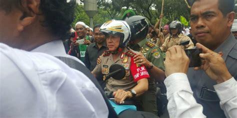 ahok naik motor aksi unik dua jenderal ibukota pantau demo ahok dream co id