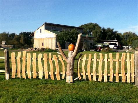 rustikaler holzzaun zaunelemente holz selber bauen bvrao